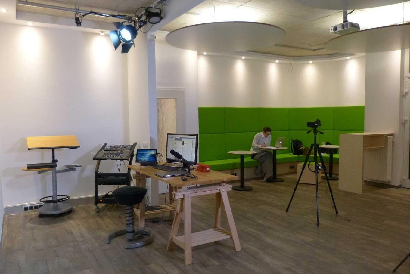 Opening a flexible multimedia studio in bonn 39 s first for Salon multimedia
